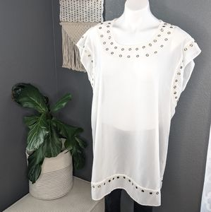 🌼 3 for $20🌼 Long white tunic with Rivets